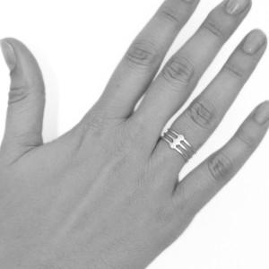 ring-triple-dot-hand