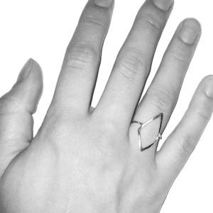 ring-open-kite-hand